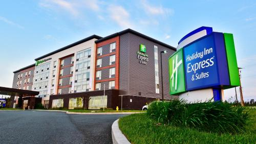 Holiday Inn Express & Suites St. John