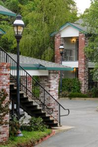 Grass Valley Courtyard Suites Hotel  Hotels